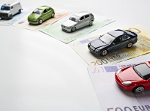 Reihe Autos auf Euroscheinen platziert